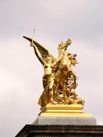 Paris as seen by a Zuiko 18-180